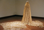 Made of 60.000 Band-Aids, a living blanket to make us wonder!/ A arte do artista McPhail: um cobertor feito por curativos!